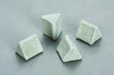 Đá tam giác ceramic đánh thô 1