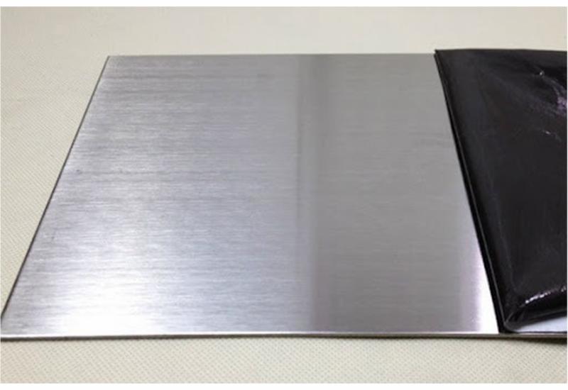 Đánh xước inox hairline đơn giản, dễ dàng hơn bao giờ hết nhờ sử dụng các loại máy phổ biến trong công nghiệp đánh bóng kim loại.