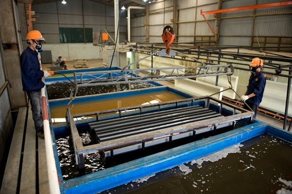 Dung dịch tẩy dầu mỡ và những ưu điểm vượt trội trong xử lý bề mặt và gia công đánh bóng kim loại